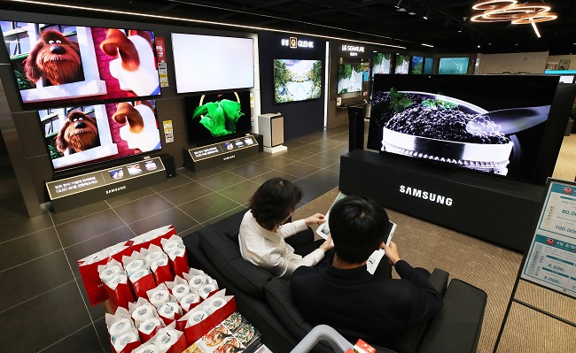 This Photo Shows Customers at a TV Store in Seoul. Photo Credits: Yonhap
